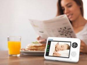 Met de Luvion Essential Babyfoon met camera kun je overal je kindje zien.