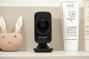 Luvion-Icon-deluxe-black-edition-camera-sfeer-02