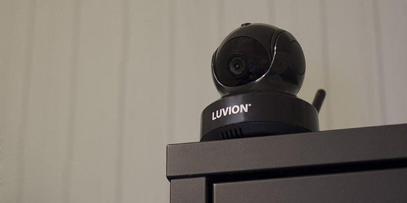 luvion-essential-black-edition-sfeer-camera-01